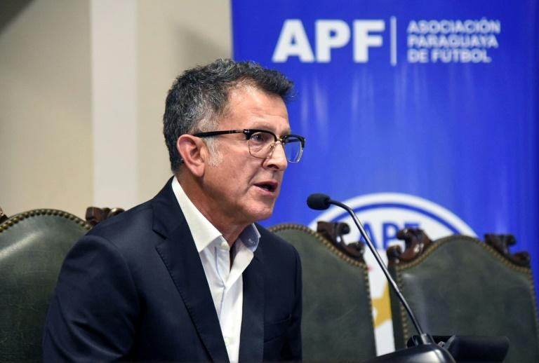O colombiano Juan Carlos Osorio fala durante uma coletiva de imprensa.