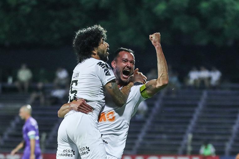 Réver fez o primeiro gol do Galo no Uruguai.