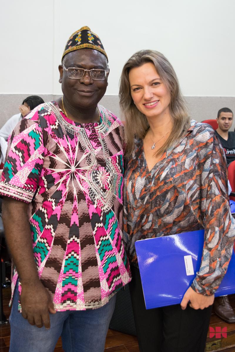 Pró-reitor de Pós-Graduação, professor Kiwonghi Bizawu, e a Profª Alessandra Galli Aprá (Unicuritiba)