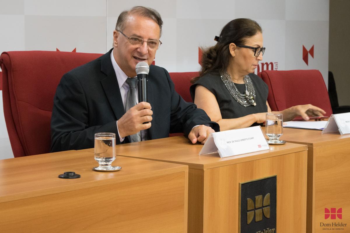 Reitor da Dom Helder, prof. dr. Paulo Stumpf, SJ, profere discurso de abertura da V Mostra.
