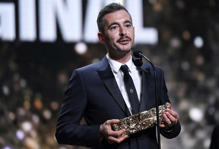 O diretor francês Xavier Legrand, ao receber o César de roteiro original por
