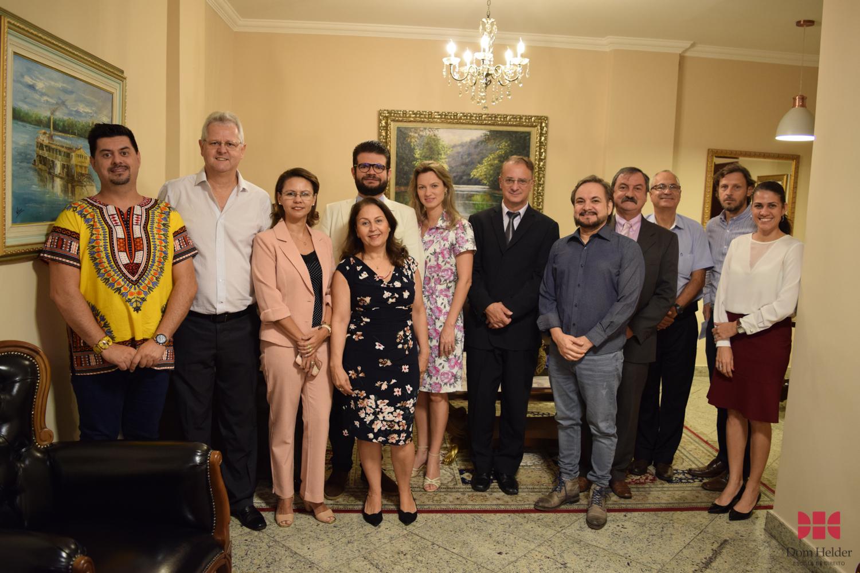 Comissão externa de avaliação e docentes da Dom Helder durante a V Mostra Científica.