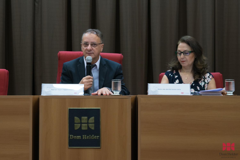 Reitor da Dom Helder, Paulo Stumpf, SJ discursa durante V Mostra Científica.