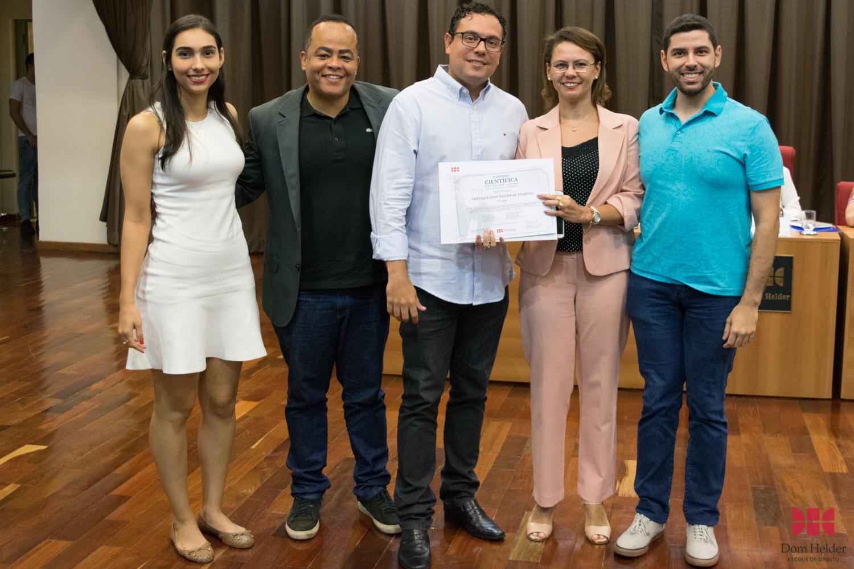 Anacélia Santos Rocha entrega prêmio de 7º lugar: Por uma Justiça Ambiental: Estudos de Filosofia do Ambiente e de Ética Ambiental para um novo Direito Ambiental Líder: Émilien Vilas Boas Reis