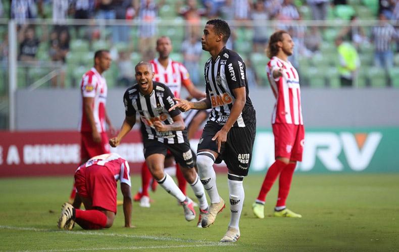 Alerrandro marcou duas vezes no triunfo do Atlético sobre o Villa