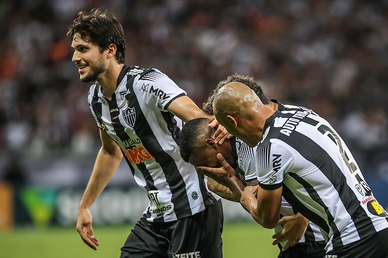 Marquinhos chora ao fazer o gol pelo Galo no Mineirão