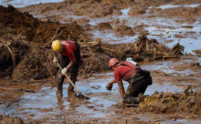 As mortes, verificadas a partir do desastre em Brumadinho, não podem ser criminalmente imputadas à pessoa jurídica. Sua responsabilidade penal restringe-se aos crimes ambientais.