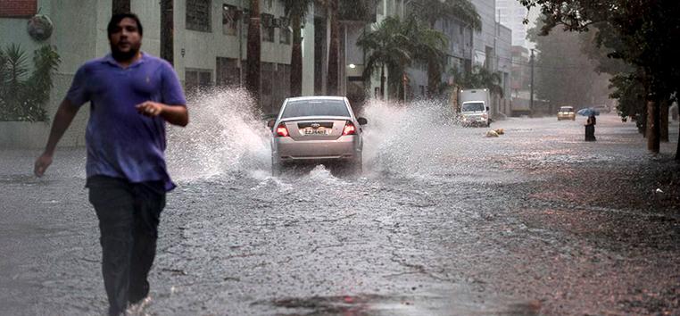 A velocidade do vento na estação meteorológica paulistana chegou a 82 km/l.