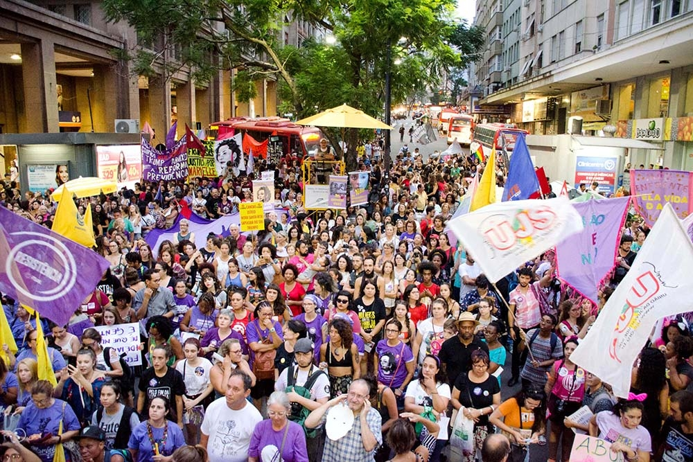 Manifestação em Porto Alegre atraiu multidões.