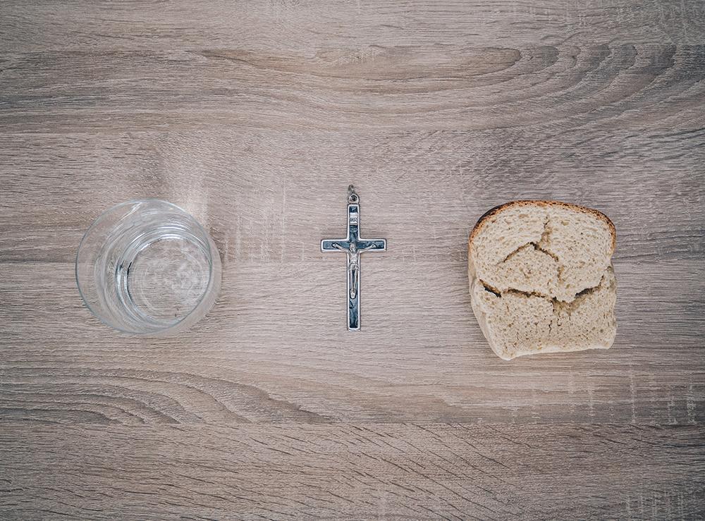 Para os cristãos, o jejum é um dos pilares - junto com a oração e a esmola - da Quaresma.