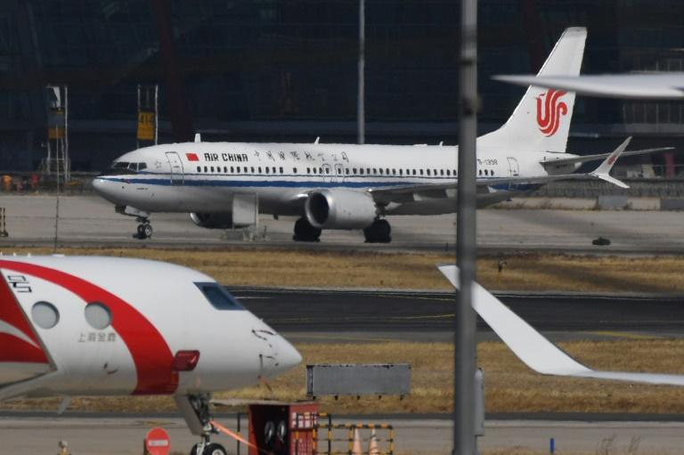 Boeing 737 MAX 9 da Air China na pista do aeroporto de Pequim