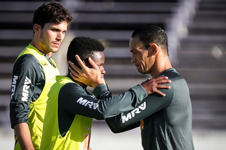 Cazares e Ricardo Oliveira são a esperança de vitória do Atlético.