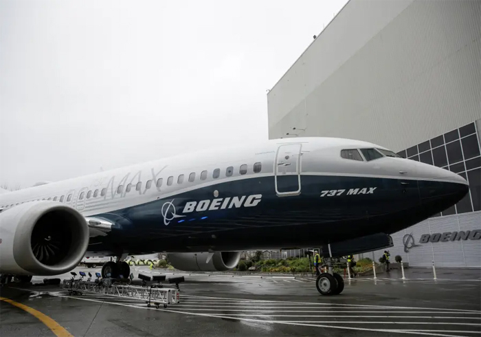 O acidente de domingo é um grande golpe para a Boeing, cujos aviões MAX são a versão mais recente do 737, a aeronave mais vendida de todos os tempos.