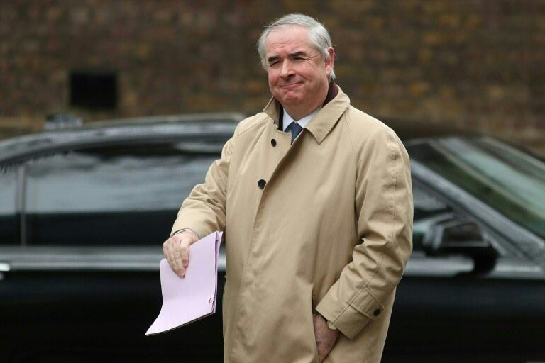 Geoffrey Cox: risco jurídico permanece