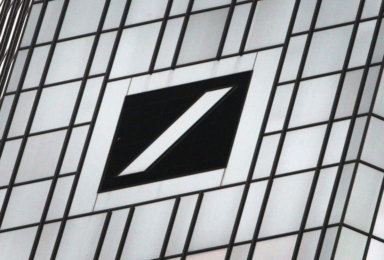 O logotipo do maior banco alemão do Deutsche Bank é retratado em sua sede à margem do balanço financeiro anual da empresa em Frankfurt am Main, em 01 de fevereiro de 2019