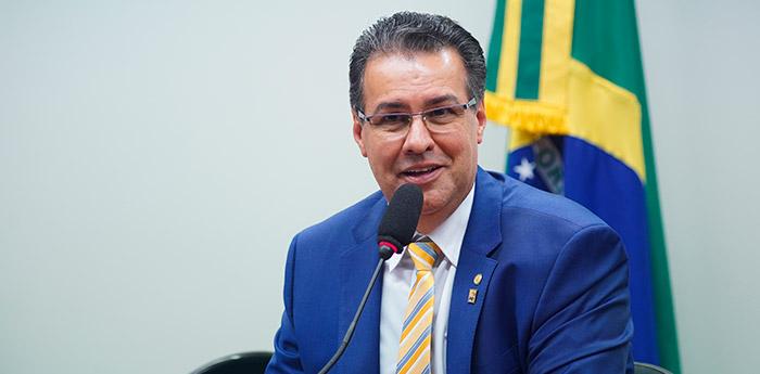Deputado federal Capitão Augusto, que tenta minimizar tragédia de Suzano na defesa de grupos pró-armas.