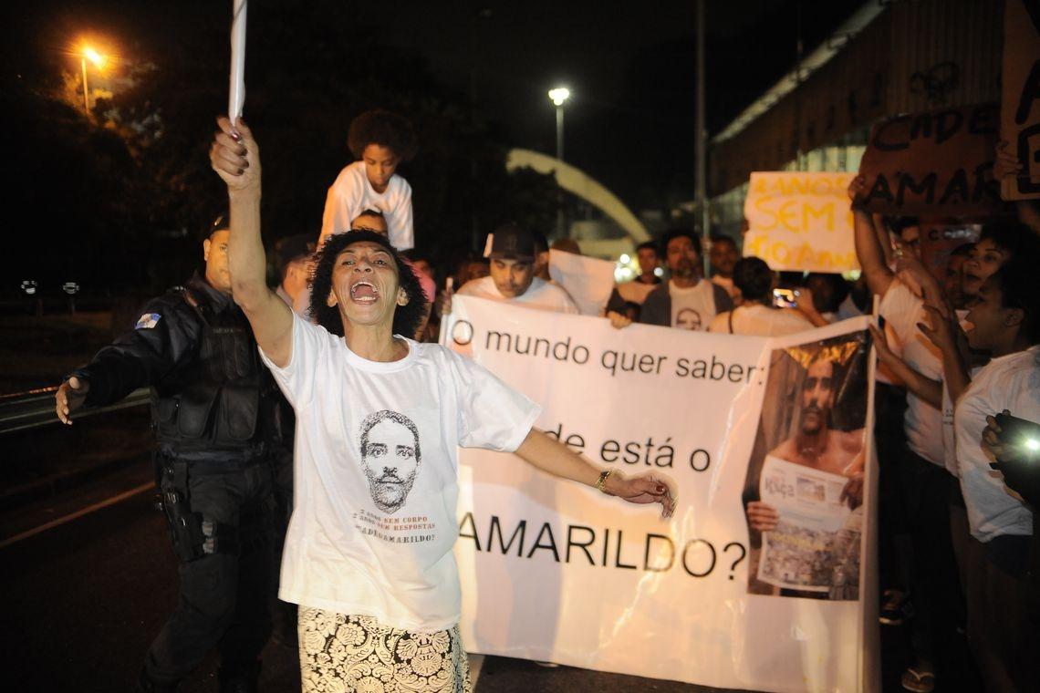 O ajudante de pedreiro Amarildo Dias de Souza desapareceu entre os dias 13 e 14 de julho de 2013, após ter sido detido por policiais militares e conduzido, da porta de sua casa.