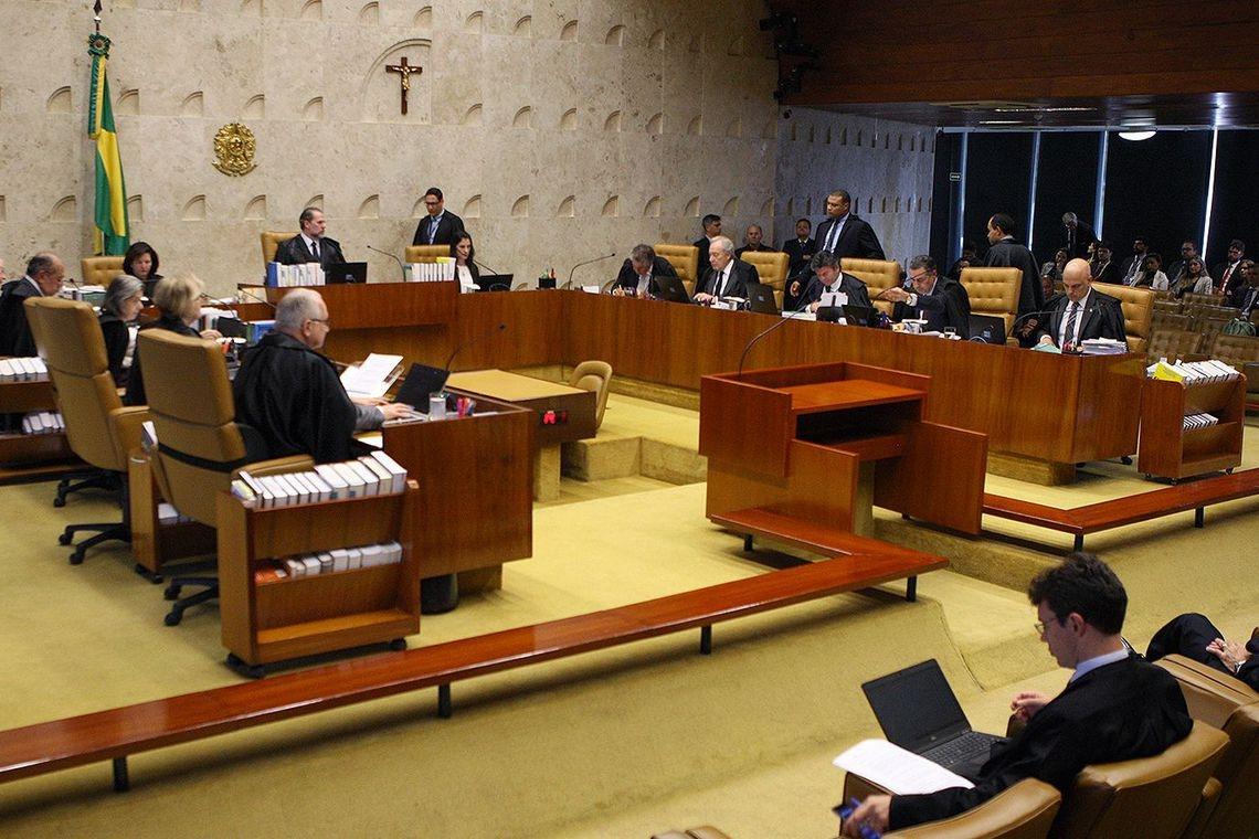 O julgamento também foi marcado pela reação dos ministros contra críticas dos procuradores aos integrantes do STF.