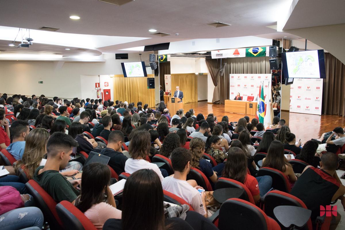 Aula Magna marcou assinatura de convênio entre a Dom Helder, EMGE para intercâmbios na universidade libanesa USEK.