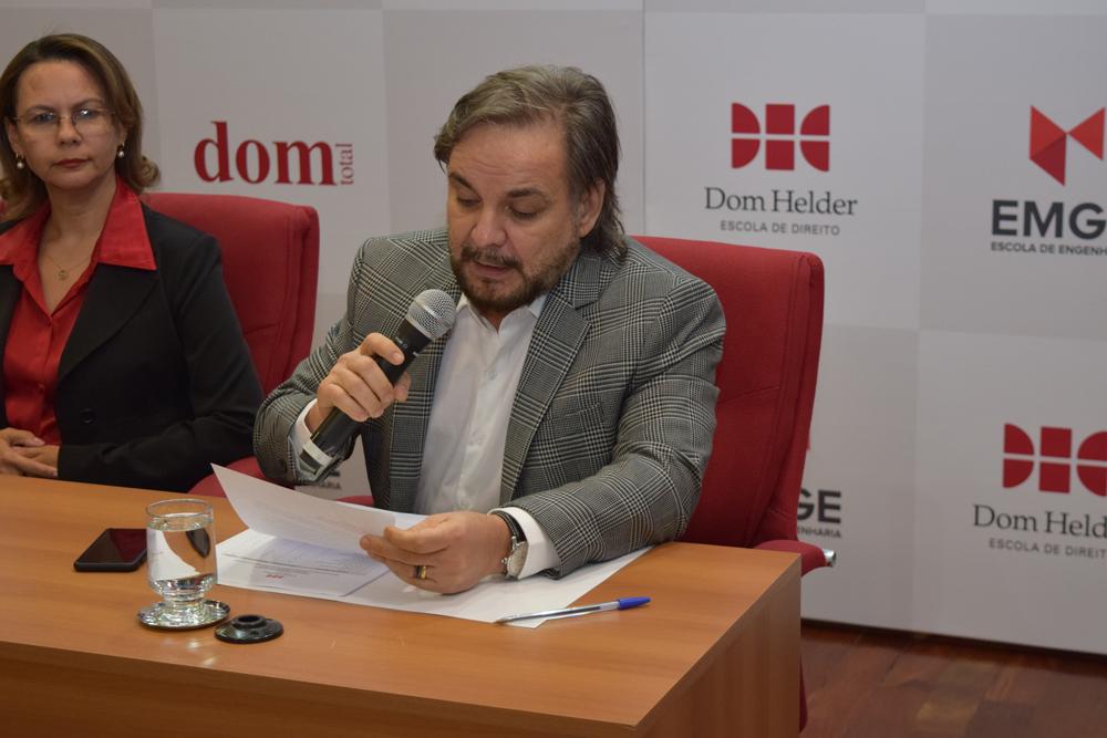 O coordenador da pós-graduação José Adércio Leite Sampaio