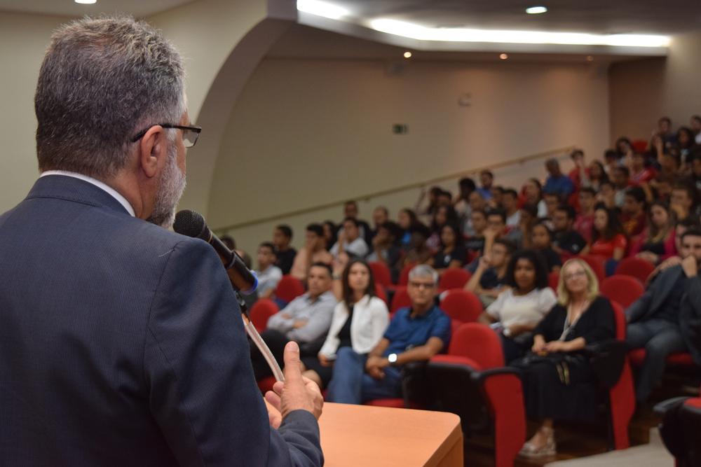 Roberto Khatlab falou sobre intercâmbio e a vida estudantil do Líbano