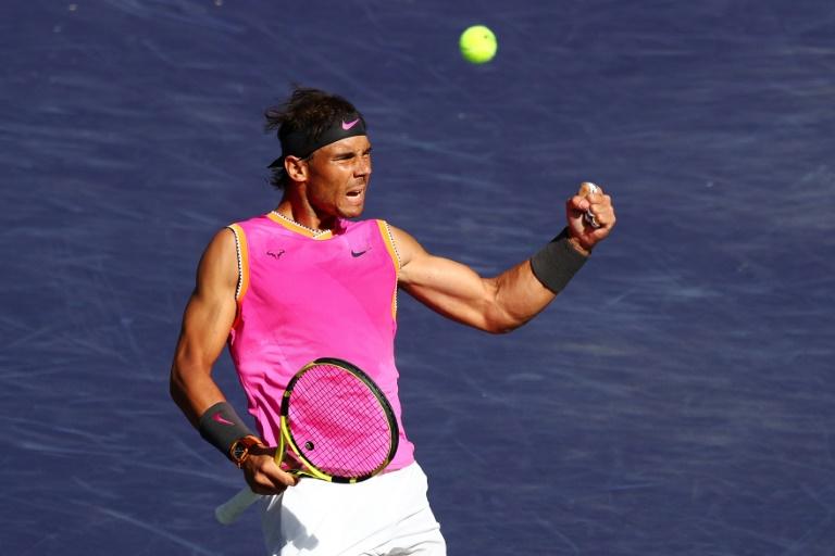 Rafael Nadal comemora depois de vencer o primeiro set contra o russo Karen Khachanov nas quartas de final do masters 1000 de Indian Wells, na Califórnia