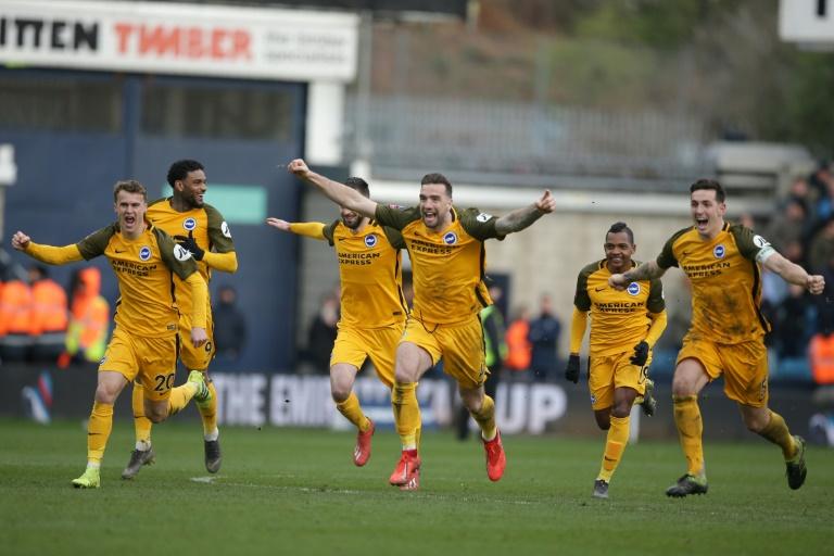 Jogadores do Brighton comemoram durante a vitória sobre o Millwall na Copa da Inglaterra