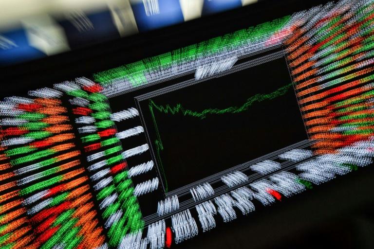 O índice Ibovespa da Bolsa de Valores de São Pulo chegou a 100 mil pontos nesta segunda-feira pela primeira vez em sua história