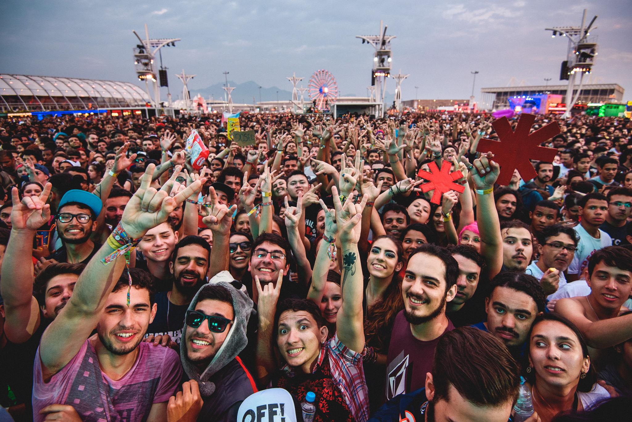 Uma pré-venda de ingressos para associados ao Rock in Rio Club e clientes Itaú e Credicard, de algumas categorias de cartões de crédito, começou nesta quinta.