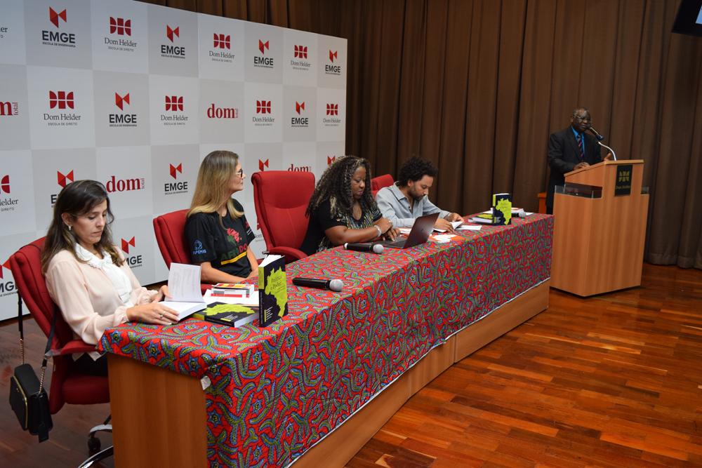 Professores Camila Martins, Adriana Camatta, Macaé Evaristo, Pedro Mattos, e Kiwonghi Bizawu