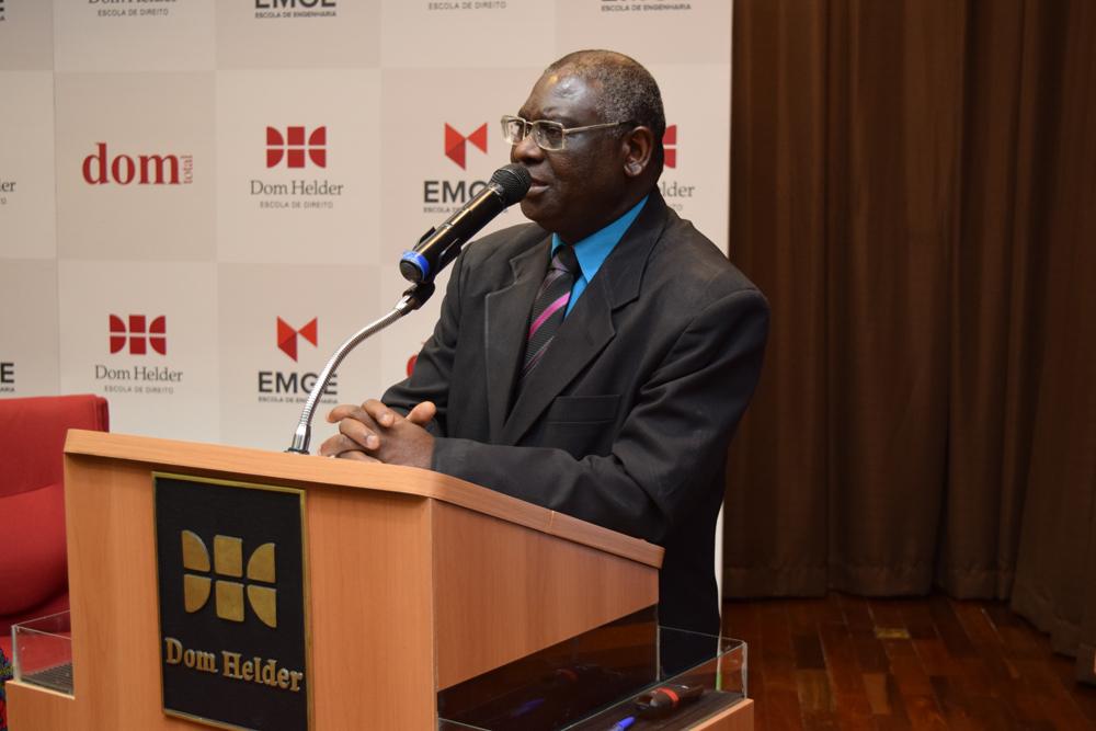O professor Kiwonghi Bizawu fez a abertura do seminário