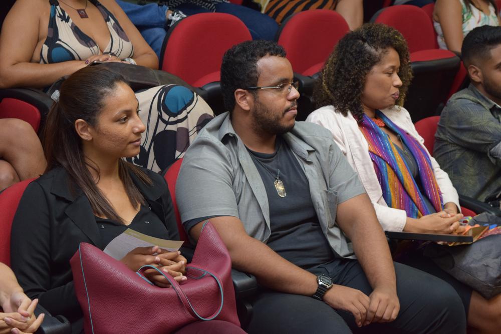 Auditório acompanha a palestra da ex-secretária de Educação, Macaé Evaristo