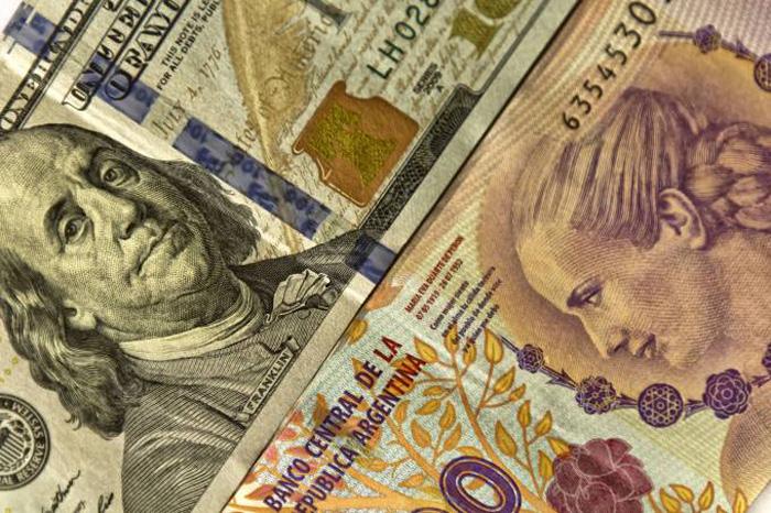 Dólar e Peso: peso perdeu cerca de 37% de seu valor perante o dólar neste ano