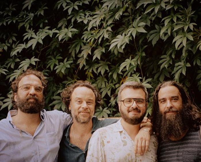 Em Belo Horizonte a banda se apresentará no dia 26 de abril.