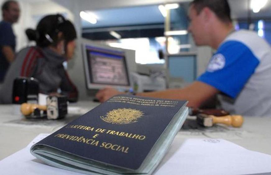 O desemprego é crescente e grave. O Brasil tornou-se um péssimo exemplo para o mundo.
