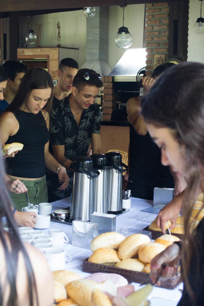 Os participantes foram recebidos com um café da manhã.