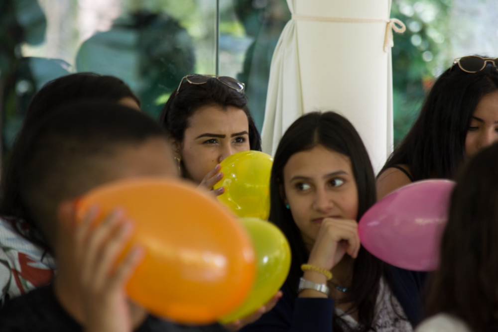 A primeira dinâmica foi colorida de alegria e envolvimento dos participantes.