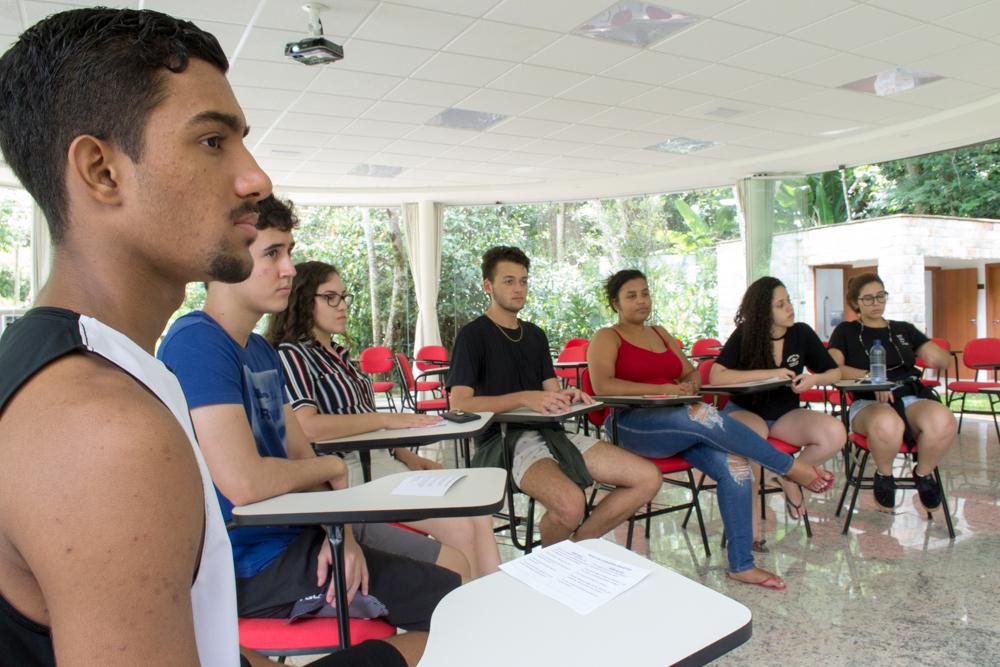 Em grupos menores, os participantes aprofundaram as vivências das dinâmicas.