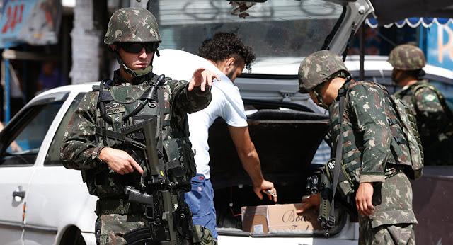 Em nota, o Comando Militar do Leste (CML) disse que ouviu o depoimento de 12 militares, dos quais dez foram presos em flagrante.