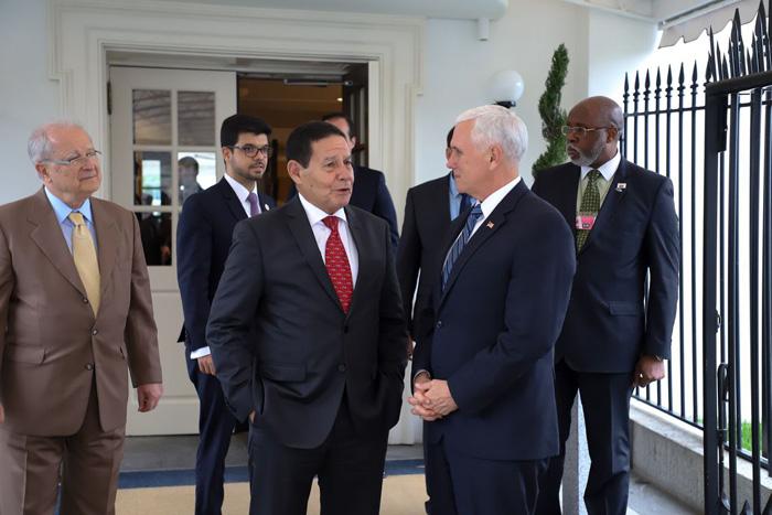 Mourão se reuniu em Washington com o vice-presidente americano, Mike Pence, senadores americanos e outras personalidades.