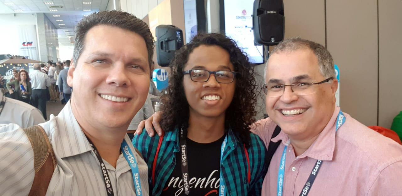 Professor Cláudio Soares, Gabriel Max e Flávio Andrade, da EMGE, participam da ConstruTech 2019.