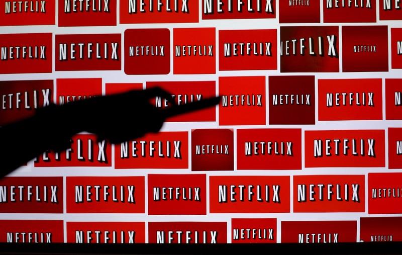 A Netflix exibiu filmes originais ao mesmo tempo, ou apenas algumas semanas depois, de sua estreia nos cinemas.