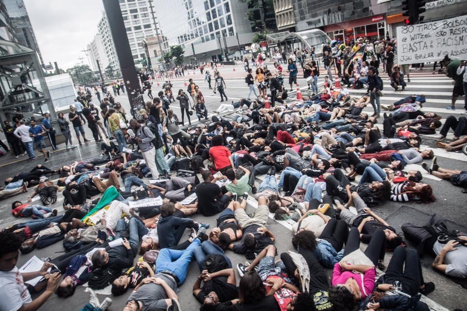 Em São Paulo,  manifestantes foram às ruas contra o genocídio da população negra.