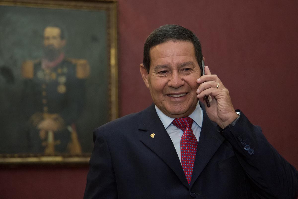 'O Mourão sentiu o cheiro do poder e quer o cargo de Bolsonaro'