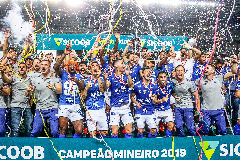 Os jogadores do Cruzeiro comemoram a conquista do Campeonato Mineiro 2019