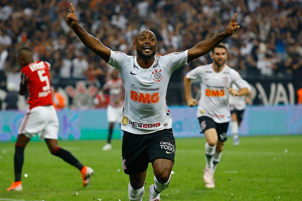 Vagner Love, jogador do Corinthians, comemorando seu gol durante segundo jogo da final do Campeonato Paulista 2019, contra o time do Sao Paulo, no estadio Arena Corinthians.