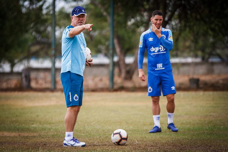 Técnico Mano Menezes quer seu time com a melhor campanha da Libertadores.