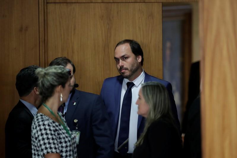 O filho do presidente é o responsável por gerenciar as redes sociais de Bolsonaro e, apesar de não ter cargo, é um dos olavistas mais influentes no governo.