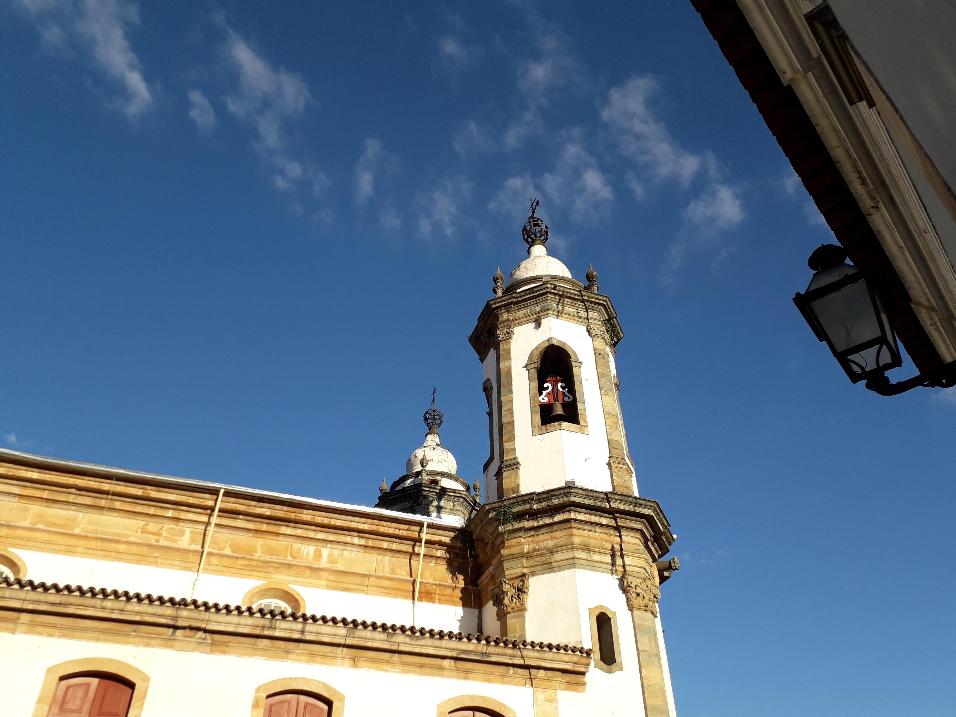 Tentei ignorar o fato e segui andando pelas ruas de São João del-Rei.