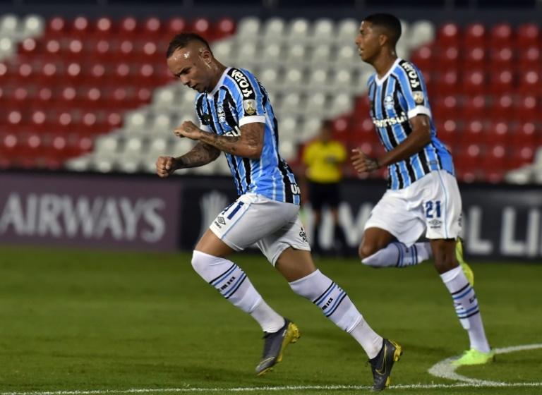 Everton faz dois, Grêmio vence Libertad fora e segue vivo na Taça Libertadores.